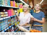 Купить «Female choosing fruit yoghurt», фото № 14263593, снято 19 сентября 2018 г. (c) Яков Филимонов / Фотобанк Лори
