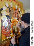 Купить «Greece, Chalkidiki, Mount Athos peninsula, World Heritage Site, Skete Prodromos (Timiou Prodromou), Monk painting an icon of the Pentecost.», фото № 14269953, снято 28 мая 2013 г. (c) age Fotostock / Фотобанк Лори
