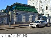 Купить «Нежилой одноэтажный дом. Покровский бульвар, 16/10, строение 5. Москва», эксклюзивное фото № 14301145, снято 7 ноября 2015 г. (c) lana1501 / Фотобанк Лори
