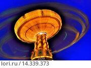 Купить «Kettenkarussell in der blauen Stunde», фото № 14339373, снято 24 января 2019 г. (c) age Fotostock / Фотобанк Лори
