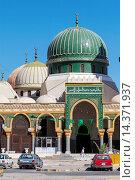 Купить «Libya, Zliten. Mausoleum of Sidi Abdulsalam al-Asmar al-Fituri, a revered Sufi holy man who died in 1575 A.D. The shrine was attacked by Salafists (fundamentalists...», фото № 14371937, снято 2 января 2014 г. (c) age Fotostock / Фотобанк Лори