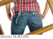 Рабочие инструменты в задних карманах джинсов женщины. Стоковое фото, фотограф Вячеслав Плясенко / Фотобанк Лори