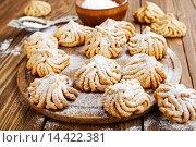 Купить «Песочное печенье с сахарной пудрой», фото № 14422381, снято 1 декабря 2015 г. (c) Надежда Мишкова / Фотобанк Лори
