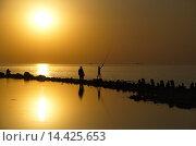 За золотой рыбкой... Стоковое фото, фотограф Александр Ручко / Фотобанк Лори
