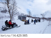 Купить «Pitstop for snowmobiling group among arctic alps in the Arctic Circle near Holt in the region of Tromso, Northern Norway», фото № 14429985, снято 21 августа 2019 г. (c) age Fotostock / Фотобанк Лори