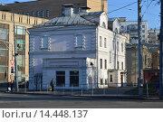 Купить «Бывший дом причта церкви Стефана. Николоямская улица, 4. Москва», эксклюзивное фото № 14448137, снято 7 ноября 2015 г. (c) lana1501 / Фотобанк Лори
