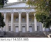 Купить «Главное здание Голицынской больницы. Ленинский проспект, 8. Москва», эксклюзивное фото № 14551985, снято 5 сентября 2008 г. (c) lana1501 / Фотобанк Лори