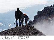 Купить «Туристы совершают восхождение на Авачинский вулкан. Камчатка», фото № 14572577, снято 8 июля 2014 г. (c) А. А. Пирагис / Фотобанк Лори