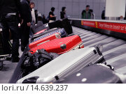 Купить «Suitcases on airport baggage claim conveyor carousel, Toronto Pearson International Airport, Ontario, Canada.», фото № 14639237, снято 20 июня 2019 г. (c) age Fotostock / Фотобанк Лори