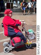 Купить «Australia, NSW, New South Wales, Sydney, CBD, Central Business District, Circular Quay, senior, woman, disabled, fashionable, hat, cap, electric, cart, scooter, wheelchair.», фото № 14697089, снято 25 мая 2019 г. (c) age Fotostock / Фотобанк Лори