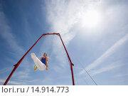Купить «Gymnast Performing on Stationary Rings in the Desert», фото № 14914773, снято 26 июля 2006 г. (c) age Fotostock / Фотобанк Лори