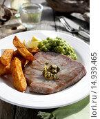 Tuna fillet In An Outside Setting. Стоковое фото, фотограф Tim Hill \ UIG / age Fotostock / Фотобанк Лори
