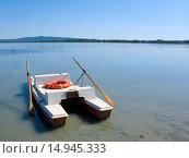 Купить «Rowboat on Lake Trasimeno», фото № 14945333, снято 15 августа 2018 г. (c) age Fotostock / Фотобанк Лори