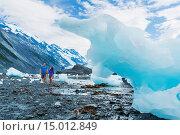 Купить «Young adult couple walk along the coastline littered with icebergs, Harriman Fjord, Prince William Sound, Southcentral Alaska», фото № 15012849, снято 16 февраля 2019 г. (c) age Fotostock / Фотобанк Лори