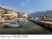 Купить «Пирс с лодками в городе Пераст, Черногория», эксклюзивное фото № 15021597, снято 21 июля 2015 г. (c) Алексей Гусев / Фотобанк Лори