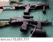 Купить «Пистолеты-пулеметы ПП-2000 и СР-2 «Вереск»», фото № 15051717, снято 26 сентября 2015 г. (c) Данила Васильев / Фотобанк Лори