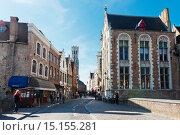 Купить «Туристы гуляют по улице Брюгге, Бельгия», фото № 15155281, снято 27 мая 2015 г. (c) Валерия Потапова / Фотобанк Лори