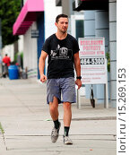 Купить «Shia LaBeouf dressed down wearing ripped cut off jeans, Chicken Shack t-shirt and socks with his sneakers as he goes on errands out and about in West Hollywood...», фото № 15269153, снято 22 мая 2014 г. (c) age Fotostock / Фотобанк Лори