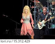 Купить «Dolly Parton performing live on stage on the first night of her UK tour at Liverpool Echo Arena Featuring: Dolly Parton Where: Liverpool, United Kingdom When: 08 Jun 2014 Credit: Sakura/WENN.com», фото № 15312429, снято 8 июня 2014 г. (c) age Fotostock / Фотобанк Лори