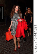 Купить «Anna Friel Seen Leaving The Chiltern Firehouse in London carrying a matching red coat and red handbag as she made her way out of the celebrity hotspot...», фото № 15447321, снято 5 сентября 2014 г. (c) age Fotostock / Фотобанк Лори