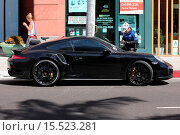 Купить «Camera-shy Peter Sarsgaard covers his face with a hat as he exits a medical building and discovers a parking ticket on his Porsche GT2 Featuring: Peter...», фото № 15523281, снято 3 октября 2014 г. (c) age Fotostock / Фотобанк Лори