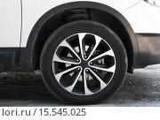 Купить «Колесо современного автомобиля на асфальте», фото № 15545025, снято 22 августа 2015 г. (c) EugeneSergeev / Фотобанк Лори