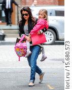 Купить «Bethenny Frankel takes her daughter Bryn trick or treating on Friday afternoon in New York City Featuring: Bethenny Frankel,Bryn Hoppy Where: New York...», фото № 15680573, снято 31 октября 2014 г. (c) age Fotostock / Фотобанк Лори