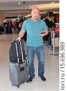 Купить «FoxSports' NFL Insider Jay Glazer departs from Los Angeles International Airport (LAX) Featuring: Jay Glazer Where: Los Angeles, California, United States When: 07 Nov 2014 Credit: WENN.com», фото № 15696989, снято 7 ноября 2014 г. (c) age Fotostock / Фотобанк Лори
