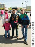 Ветеран Великой Отечественной войны с семьей. 9 мая 2015 года. Редакционное фото, фотограф Михаил Ворожцов / Фотобанк Лори
