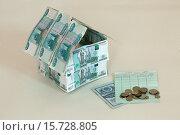 Купить «The layout of the house bills Russian money on a light background.», фото № 15728805, снято 20 сентября 2019 г. (c) age Fotostock / Фотобанк Лори
