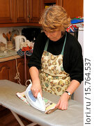 Купить «woman ironing in the home.», фото № 15764537, снято 8 января 2005 г. (c) age Fotostock / Фотобанк Лори
