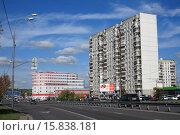Купить «Митино, 10-й микрорайон», эксклюзивное фото № 15838181, снято 20 сентября 2015 г. (c) Игорь Веснинов / Фотобанк Лори