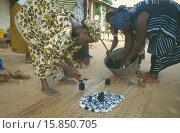 Купить «Women working together to produce indigo tie dye fabric.», фото № 15850705, снято 24 июля 2008 г. (c) age Fotostock / Фотобанк Лори