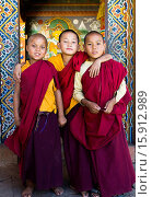 Three young novice monks standing in doorway of Chimi Lakhang temple in the old capital. Стоковое фото, фотограф © Eye Ubiquitous / Nic I'Anson / age Fotostock / Фотобанк Лори