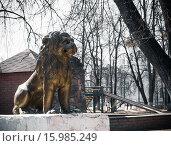 Купить «Скульптура льва в городском парке», фото № 15985249, снято 11 апреля 2014 г. (c) Любовь Назарова / Фотобанк Лори