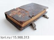 Старая книга с двумя застёжками. Стоковое фото, фотограф Алексей Макшаков / Фотобанк Лори
