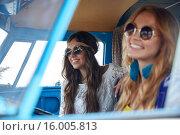 Купить «smiling young hippie women driving minivan car», фото № 16005813, снято 27 августа 2015 г. (c) Syda Productions / Фотобанк Лори