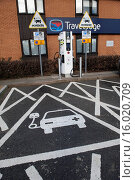 Купить «Reserved parking bay at recharging point for electric cars at motorway service area, England, April», фото № 16020709, снято 14 августа 2018 г. (c) age Fotostock / Фотобанк Лори
