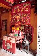 Купить «Phuoc An Hoi Quan Pagoda, Cholon, Ho Chi Minh City (Saigon), Vietnam.», фото № 16023709, снято 6 августа 2014 г. (c) age Fotostock / Фотобанк Лори