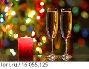 Купить «Бокалы с шампанским и свеча», фото № 16055125, снято 26 января 2014 г. (c) Михаил Коханчиков / Фотобанк Лори