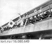 Купить «Tokyo, Japan: c. 1936.Japanese troops waving flags and banners as they are leaving the Japanese capital for Manchuria, the site of the present Sino-Japanese conflict.», фото № 16080649, снято 10 декабря 2019 г. (c) age Fotostock / Фотобанк Лори