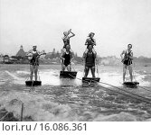 Купить «San Diego, California: August 3, 1926.The world´s only Aquaplane Band soothes the angry waves while riding them - at 25 miles per hour!», фото № 16086361, снято 15 октября 2018 г. (c) age Fotostock / Фотобанк Лори
