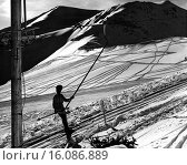 Купить «Jasper National Park, Alberta, Canada: c. 1959´. A skier gazes at the trails made by previous adventurers on the slopes at Jasper National Park, a paradise for winter, spring, and early summer skiing.», фото № 16086889, снято 19 августа 2018 г. (c) age Fotostock / Фотобанк Лори