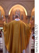 Купить «Eucharistic celebration, Priest.», фото № 16155177, снято 5 июля 2020 г. (c) age Fotostock / Фотобанк Лори