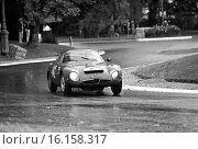 Jean Hebert-Georges Burggraff's Alfa Romeo Giulia TZ at the Nouveau Monde Hairpin on the Rouen-les-Essarts stage. Tour de France, 20 Sept 1964. Стоковое фото, фотограф GP Library \ UIG / age Fotostock / Фотобанк Лори