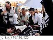 Купить «Bar Mitzvah at the Western Wall in Jerusalem.», фото № 16162125, снято 24 мая 2018 г. (c) age Fotostock / Фотобанк Лори