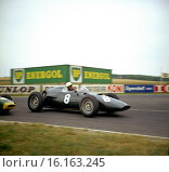 Joakim Bonnier driving his works BRM P48 in the French GP seen at Thillois Corner with nose of a works Lotus 18 just visible on the left. France, 3rd July 1960. Стоковое фото, фотограф GP Library \ UIG / age Fotostock / Фотобанк Лори