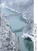 Купить «Japan, Tohoku Region, Fukushima Prefecture, Mishima-machi, Train passing through railway bridge in winter.», фото № 16194217, снято 21 августа 2018 г. (c) age Fotostock / Фотобанк Лори