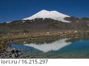 Вид на Эльбрус и горное озеро. Стоковое фото, фотограф Сергей Бойков / Фотобанк Лори