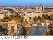 Будапешт. Вид на цепной мост Сечени и Базилику святого Иштвана. Редакционное фото, фотограф Наталья Громова / Фотобанк Лори